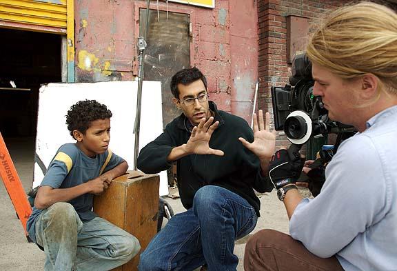 "Alejandro P., director Rahmin Bahrani, and DP Michael Simmondson the set in the setting of ""Chop Shop."""