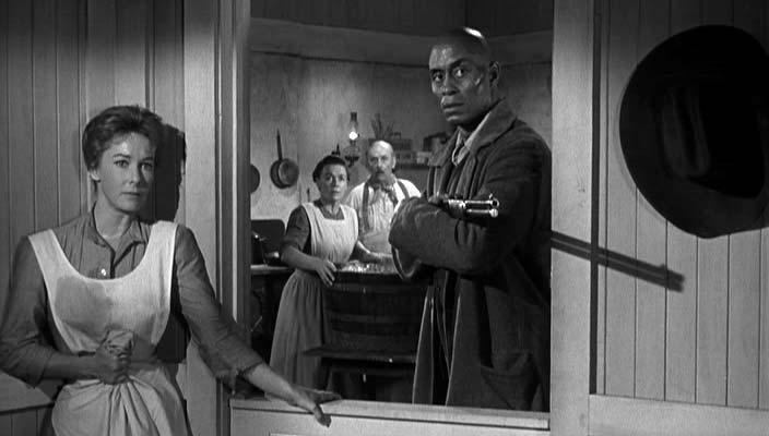 Pompey (Woody Strode) protects the family