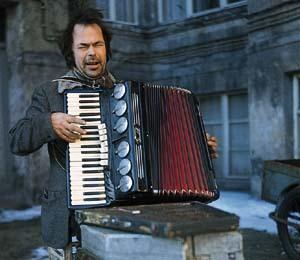 http://parallax-view.org/wp-content/uploads/2009/08/stroszek_Bruno.jpg